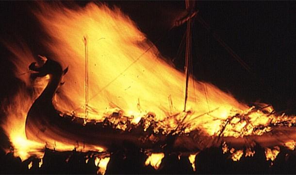 Ei credeau ca corabia ii va duce in viata de apoi si erau ingropati ca faraonii, inconjurati cu arme si bunuri de valoare.