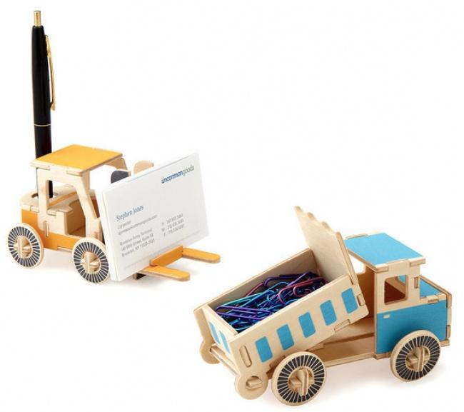 Camioane mici si dragute pentru cartile de vizita sau clame
