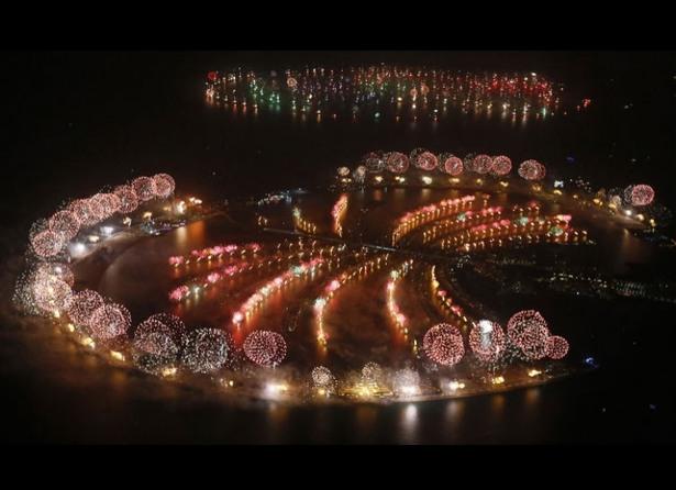 cele mai fenomenale spectacole de artificii din lume palm jumeirah si insulele lumii din dubai