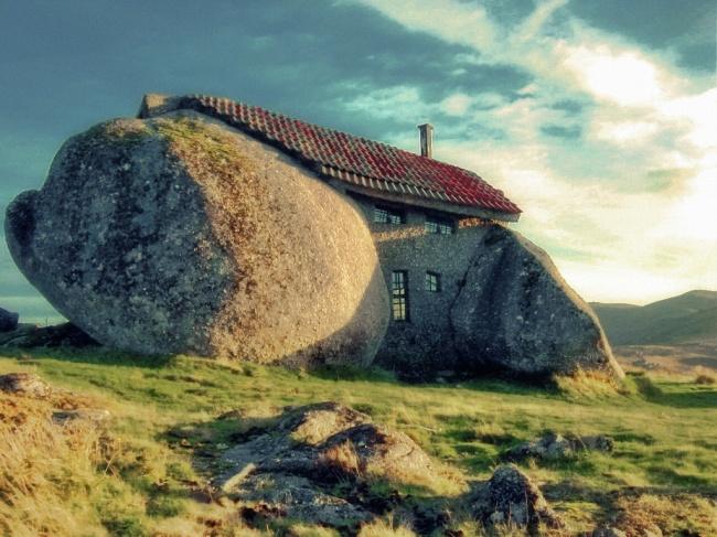 12 locuinte neobisnuite casa de piatra portugalia