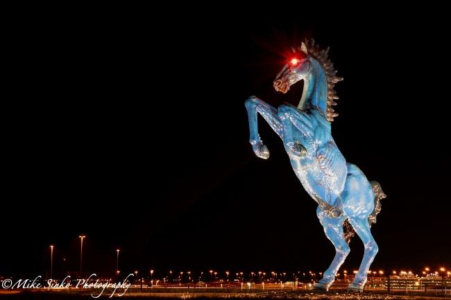 sculpturi ce sunt interesante si infricosatoare in acelasi timp blue mustang barcelona spania