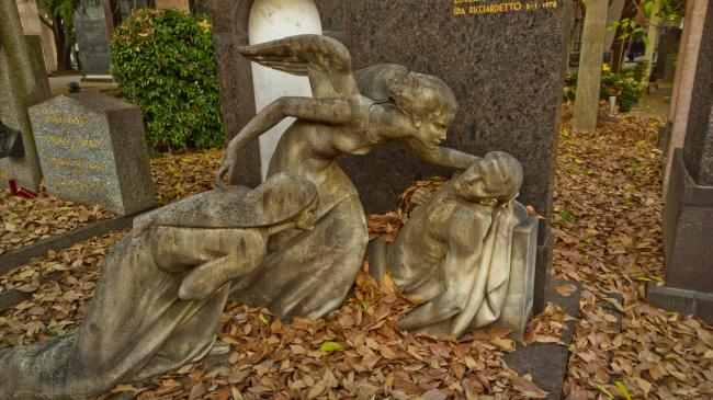 sculpturi ce sunt interesante si infricosatoare in acelasi timp cimitirul monumental