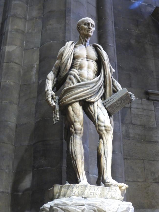 sculpturi ce sunt interesante si infricosatoare in acelasi timp statuia sfantului barthelemy