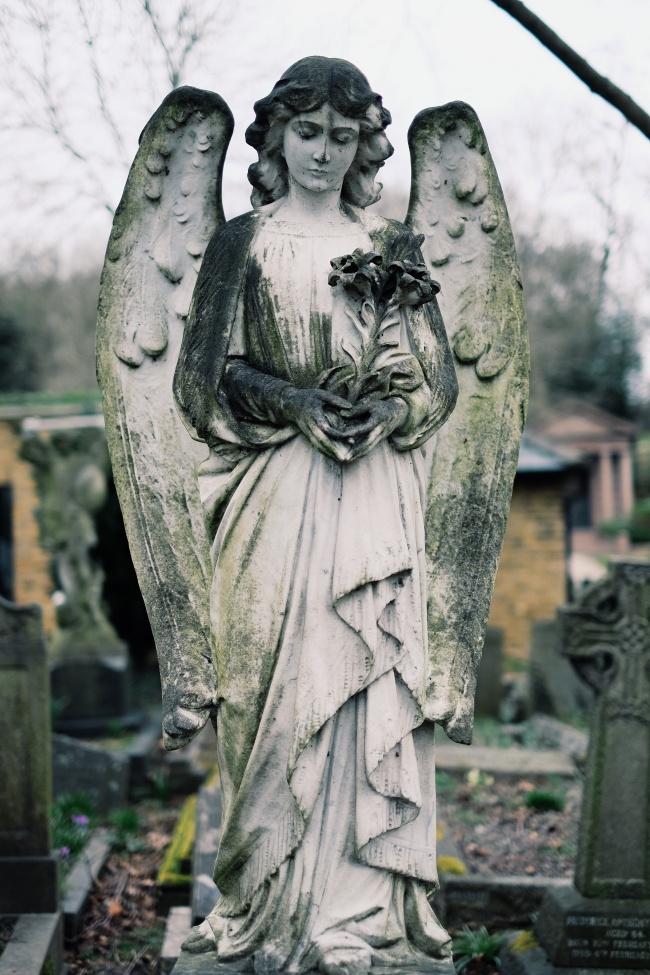 sculpturi ce sunt interesante si infricosatoare in acelasi timp statuile cimitirului highgate
