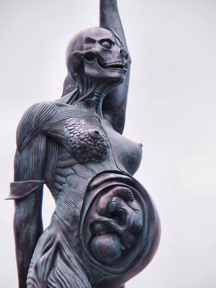 sculpturi ce sunt interesante si infricosatoare in acelasi timp verity ilfracombe marea britanie