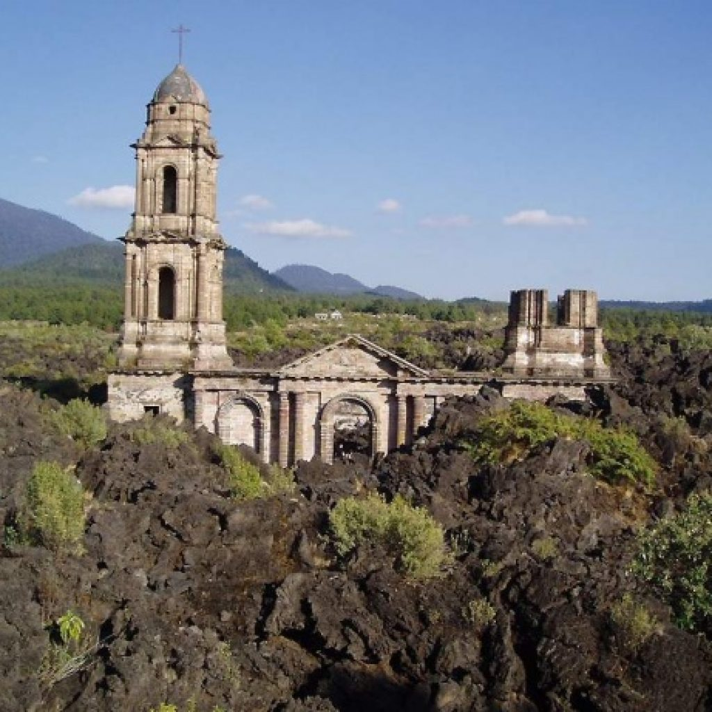 Biserica San Juan Parangaricutiro, Mexic