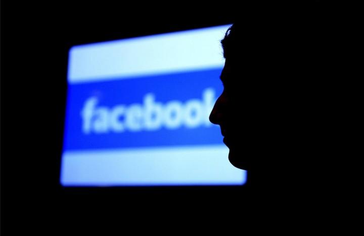 Facebook îşi urmăreşte utilizatorii tot timpul